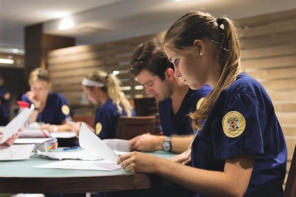nursing-Students-studying-e1524707065834