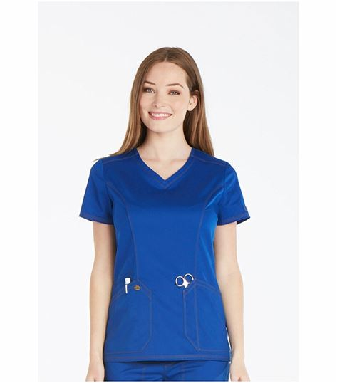 Dickies men's scrub that comes in unisex forms as well single sexed ones. The scrubs are tough and pretty comfortable that your staff will be relaxed throughout their working hours. The dickies men's scrub comes with its V-neck top and unique pants that are ideal for work! We also offer dickies lab coats that come with discount once in a while.
